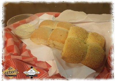 Breekbrood met Kruidenboter en Aioli